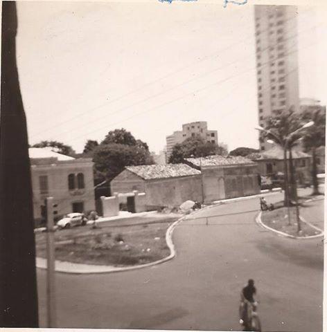 Rua Conceição x Antonio Cesarino, feito o balão do Centro de Convivência e nenhuma dessas casas resistiu. Acervo Cristina Teles.