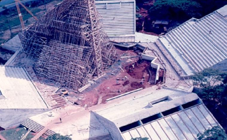 Teatro Arena, em construção.
