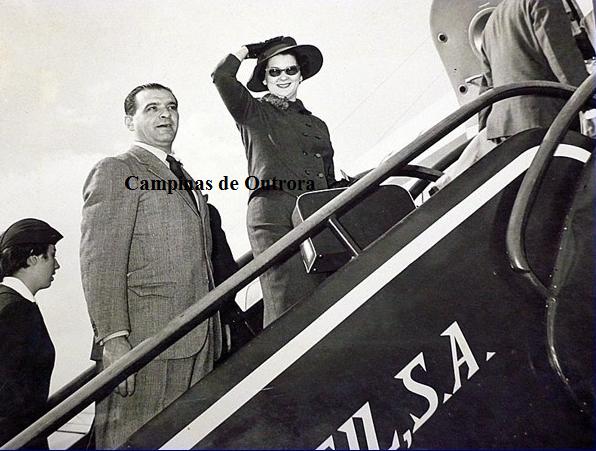 Clóvis Glycério Gracie de Freitas e Naydina Aranha de Freitas embarcando para a Suécia, em 1958.