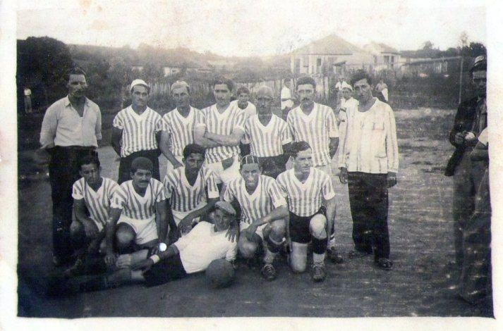 Campo do Jequitibá F.C. Bairro do Bosque entre Rua Uruguaiana e Saint Hilaire, década de 30. Acervo Renato Prado.