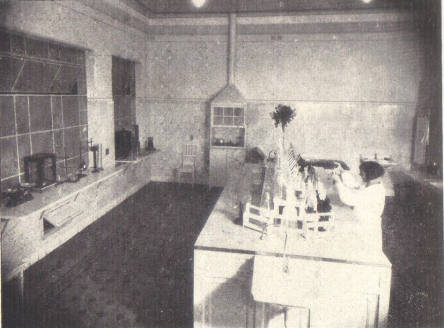 Hospital Beneficiência Portuguesa - laboratório de Análise, em 1926.