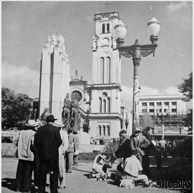 Largo do Rosário, palácio da Justiça em fase final de construção - década de 1950