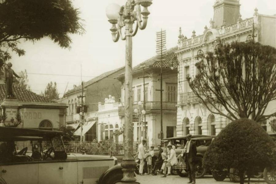 Monumento Carlos Gomes, anos 20.