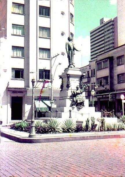 Monumento Carlos Gomes,  década de 1970. Foto: Almeida Lopes.