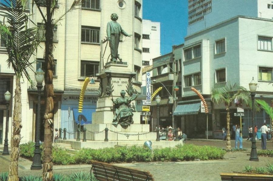 Monumento Carlos Gomes, em 1984.