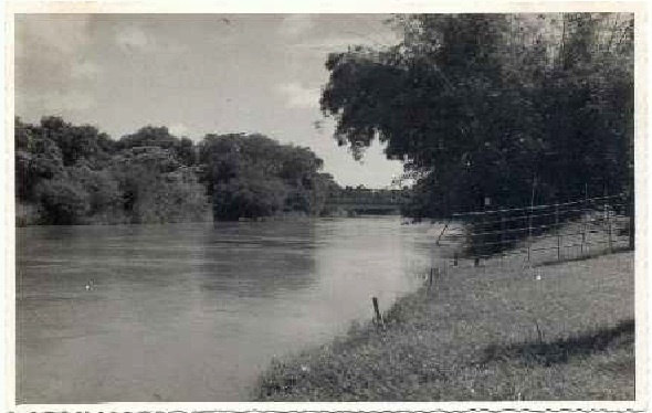 Rio Atibaia, 1959. Acervo Hélio Ferraz de Almeida Camargo.