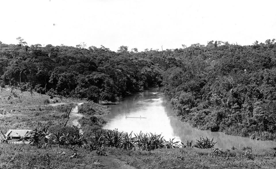 Rio Atibaia, no início do século XX. Coleção Austero Penteado.