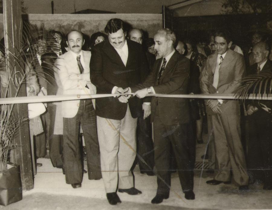 Nesta foto, o prof. José Alexandre juntamente com Secretário da Educação , José Bonifácio Coutinho Nogueira estão simbolicamente dando abertura a inauguração, com retirada da faixa inaugural da E.E Prof. Djalma Octaviano, em 20/08/1976.