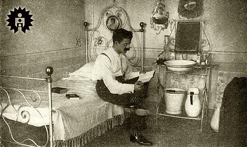 1910...Professor Felício Marmo em seu quarto no Hotel Saturno, na cidade de Salto de Itu-SP