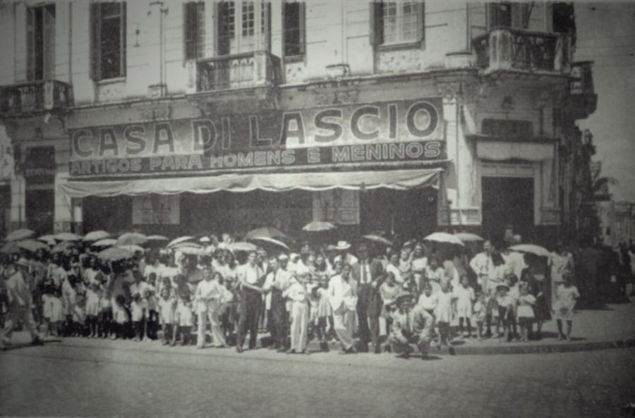 Casa di Lascio, em 1946. Na Av. Francisco Glycério X Conceição. Acervo da família Alves de Lima.