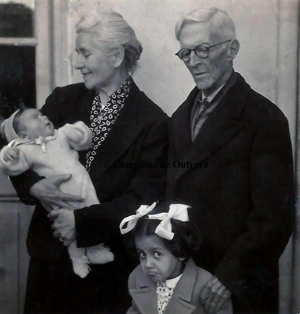 Ernestina Soares Mascarenhas, Marcos(colo), Vera Lígia e Dr. Francisco de Araújo Mascarenhas.