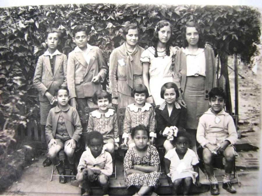 Francisco Braga, Luiz Décourt, Lúcia Decourt, Jessy Braga, Nellie Freire Braga.  Adauto, Cecília, Adalzinda, Adeliza Maia, César Campos, Luiz, Lourdes Quirino dos Santos, ?, por volta de 1930.