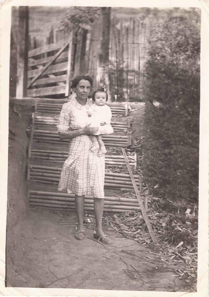 Sua mãe, Lucy com sua filha, Vera Lígia;