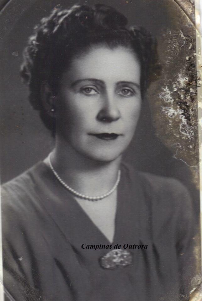 Sua mãe, Profa. Lucy Sim Bueno.