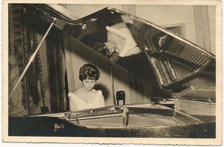 Sônia Margarida, em sua formatura de Piano, em 1959, no Teatro Municipal Carlos Gomes.