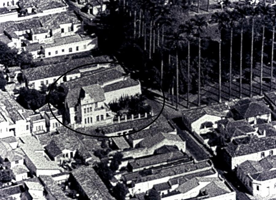 Castelinho Azul, na Rua Conceição X Boaventura do Amaral. Foto: Gilberto de Biasi. Acervo Ana Maria Melo(Falcão) Negrão.