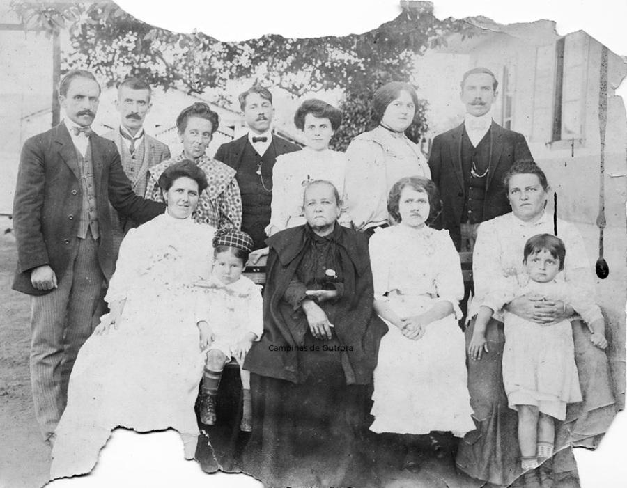 Sua filha, Brasilina América Gonzaga e família.