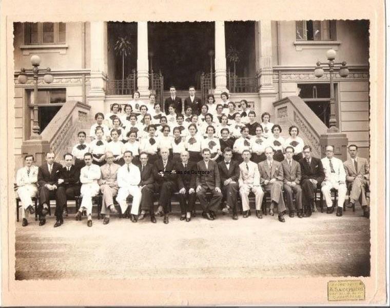 Formandos de 1938. Álvaro Cotomacci, está na última fileira, no lado direito.