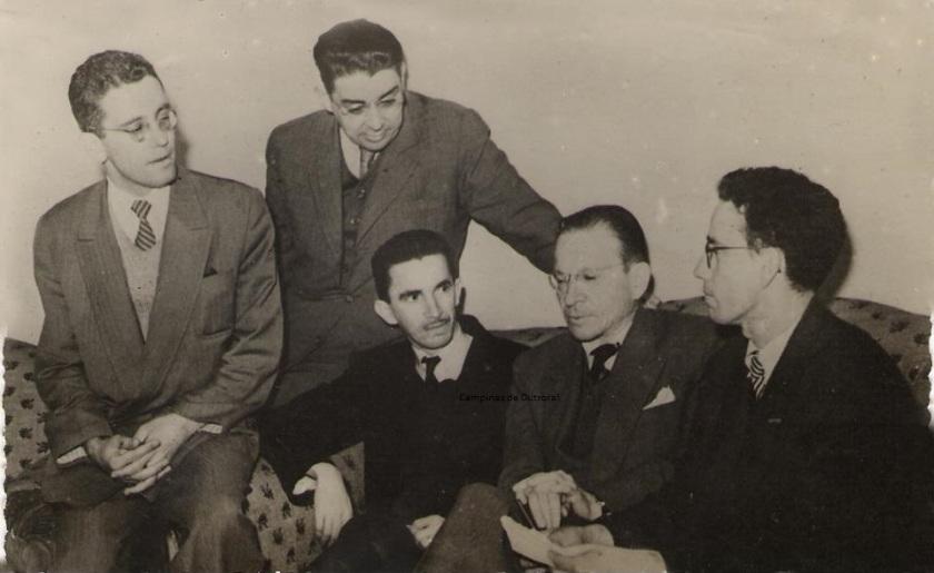 Na esquerda, Prof. Álvaro Cotomacci, Menotti Del Picchia(ao centro), em 1945.