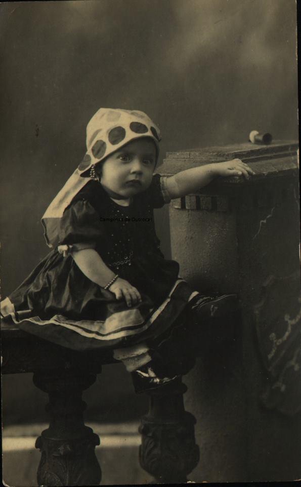 Sua esposa, Dirce, no enfeitada para o Carnaval de 1921.