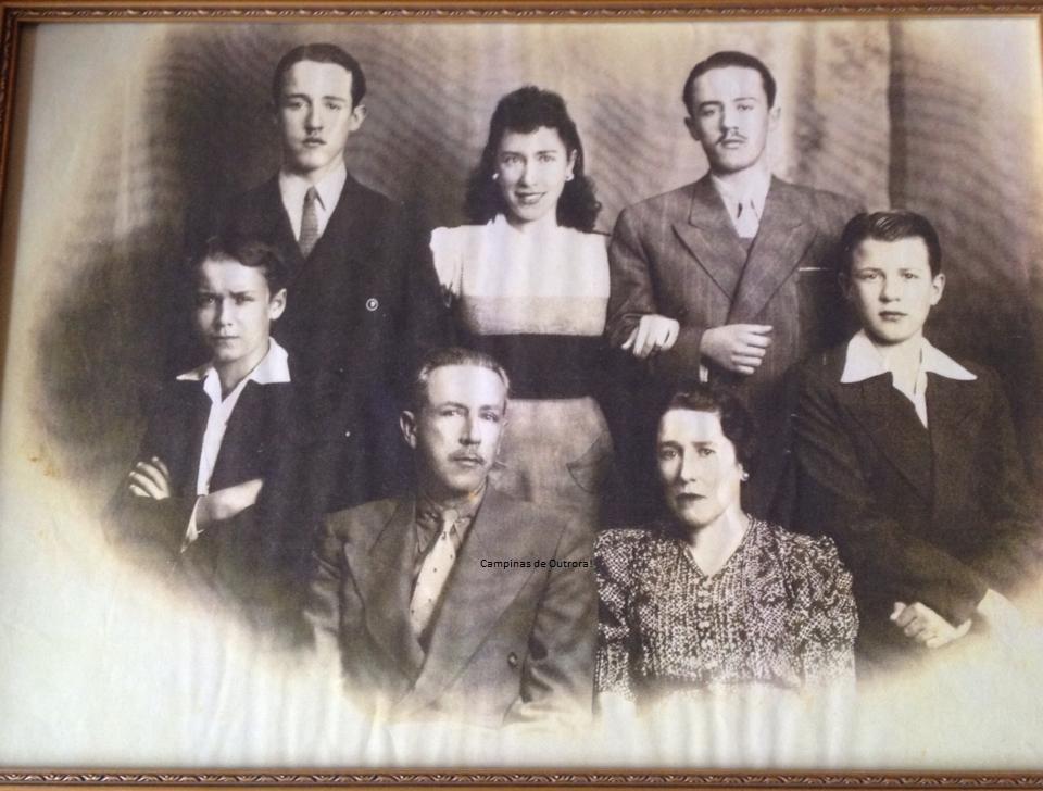 João Theodoro de Oliveira Mattosinho, Alice de Castro Pupo Nogueira, com os filhos. Sua esposa, Dirce, estão no meio, entre os irmãos.