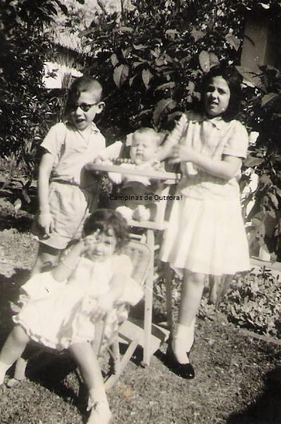 Os filhos em sua residência na Cel. Quirino, em 1959.