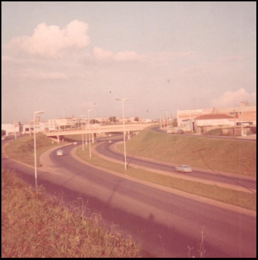 Via Expressa Suleste(Av. Lix da Cunha), em 1974.  Acervo