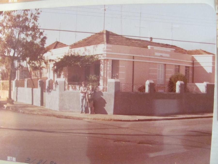 """Rua Prof. Luís Rosa X Delfino Cintra, em 1980.  Acervo """"Luís Coimbra Pinheiro""""."""