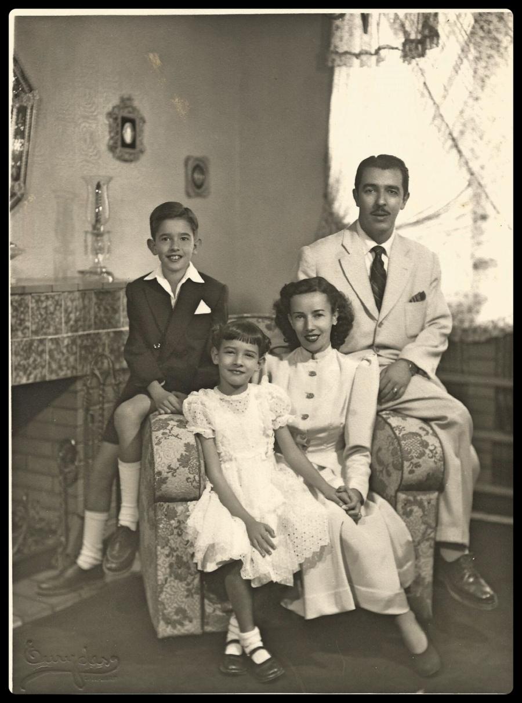 Alfredo Ribeiro Nogueira, Ninita e seus filhos Fred e Zizi em 31.08.1948..jpg